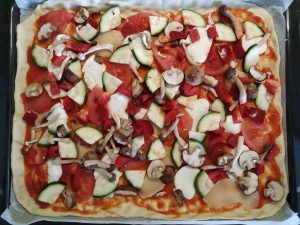 masa de pizza con ingredientes